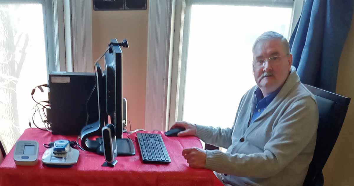 Grateful Leeland and computer