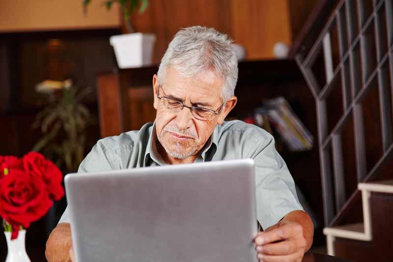 Veteran and laptop